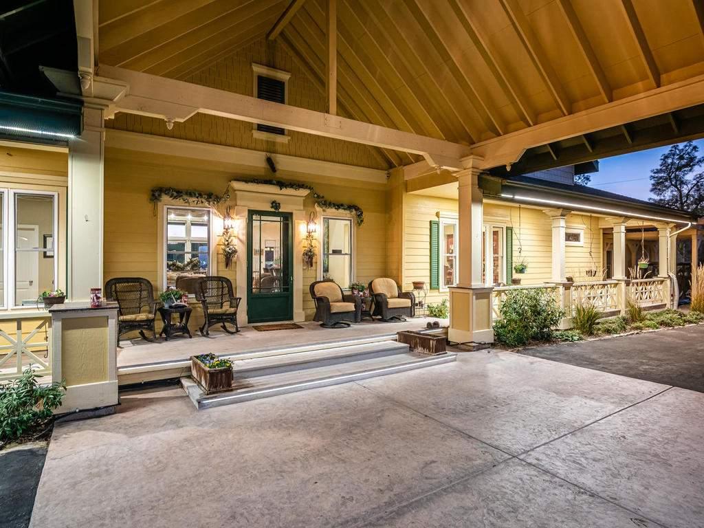69300-Vineyard-Canyon-Rd-San-006-003-Front-Porch-MLS_Size