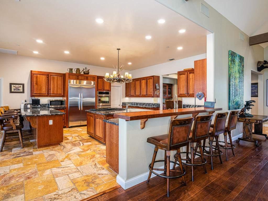 69300-Vineyard-Canyon-Rd-San-011-015-Kitchen-MLS_Size
