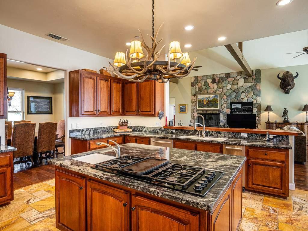 69300-Vineyard-Canyon-Rd-San-014-026-Kitchen-MLS_Size