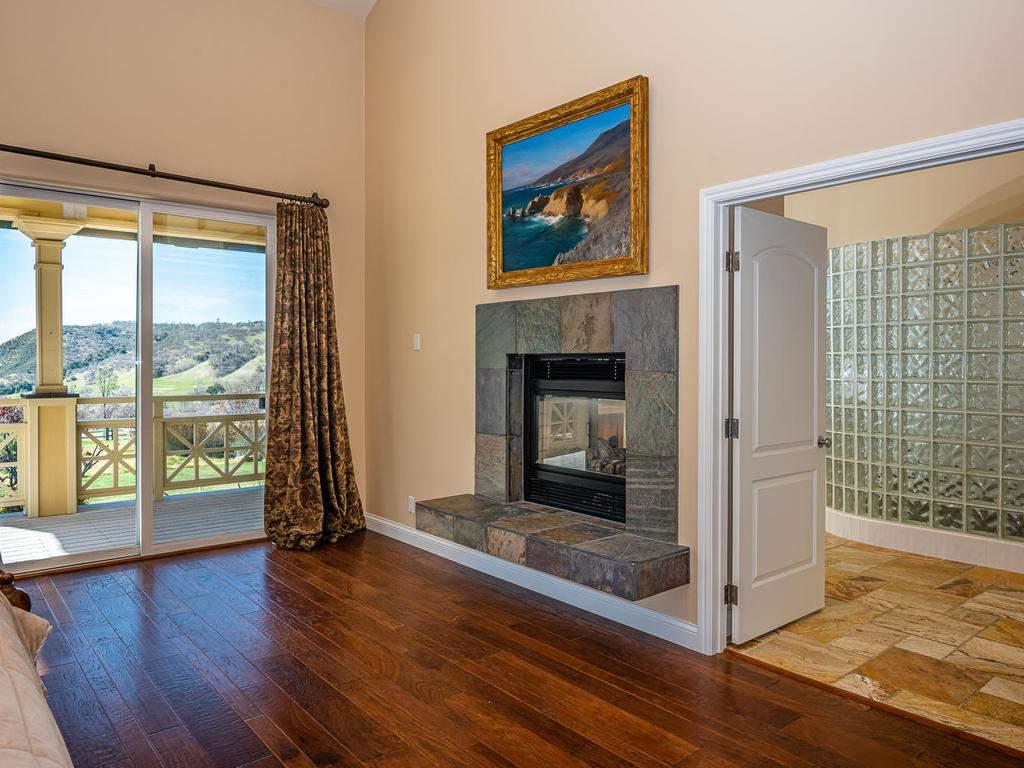 69300-Vineyard-Canyon-Rd-San-017-016-Master-Suite-MLS_Size