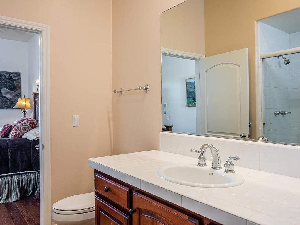 69300-Vineyard-Canyon-Rd-San-024-024-Bathroom-Two-MLS_Size