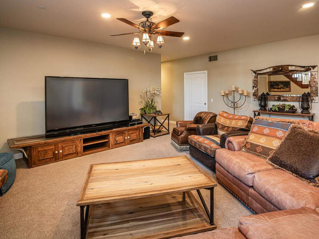69300-Vineyard-Canyon-Rd-San-025-025-Family-Room-MLS_Size