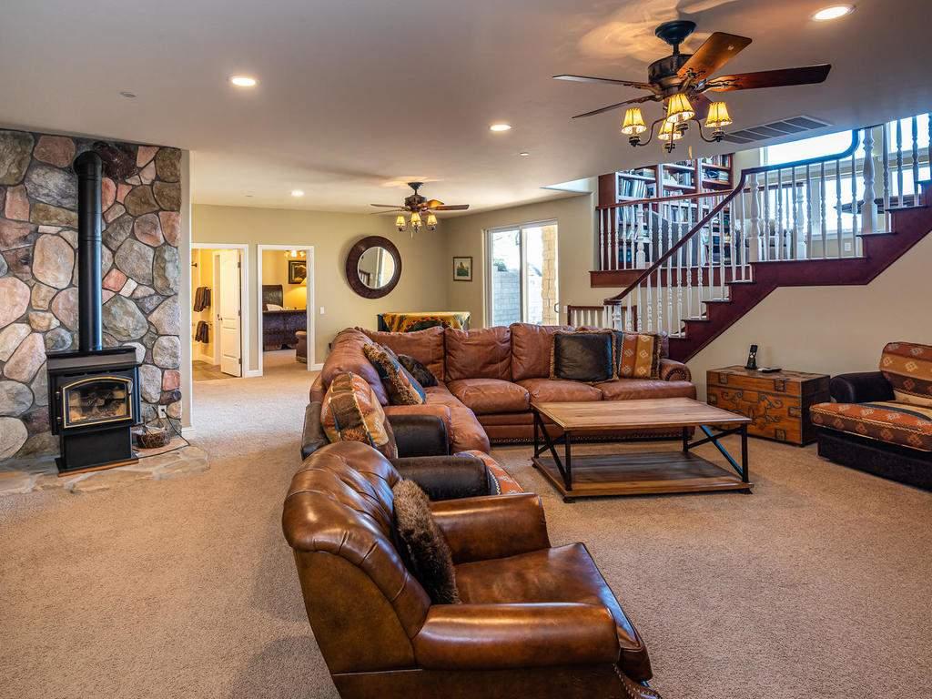 69300-Vineyard-Canyon-Rd-San-026-031-Family-Room-MLS_Size