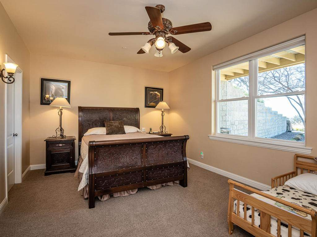 69300-Vineyard-Canyon-Rd-San-027-023-Bedroom-Three-Suite-MLS_Size