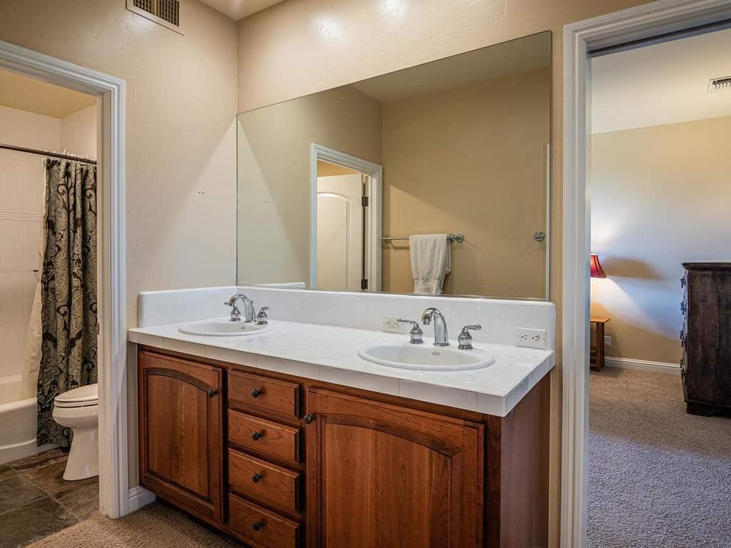 69300-Vineyard-Canyon-Rd-San-031-032-Bathroom-Four-MLS_Size