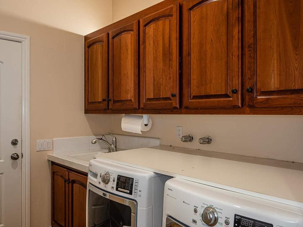 69300-Vineyard-Canyon-Rd-San-034-029-Main-Level-Laundry-MLS_Size