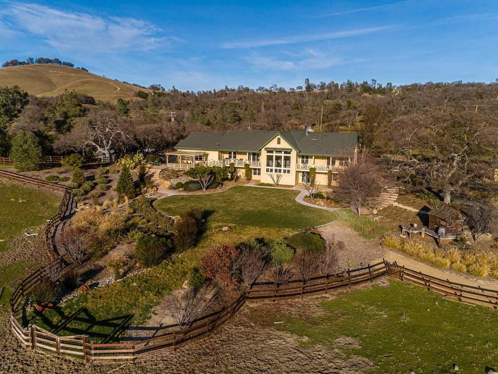 69300-Vineyard-Canyon-Rd-San-035-039-Rear-of-Home-MLS_Size