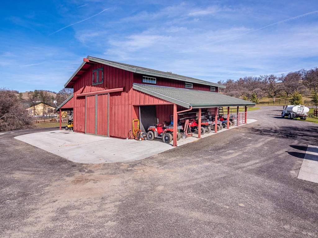 69300-Vineyard-Canyon-Rd-San-085-089-Barn-Workshop-MLS_Size