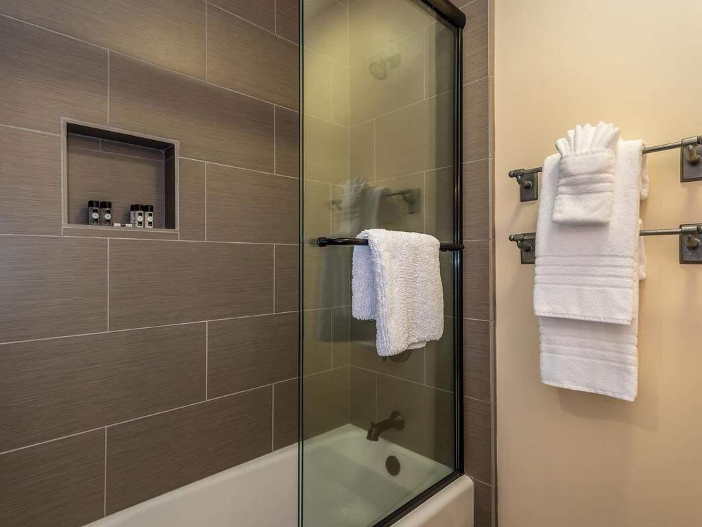 7265 ODonovan Road Creston CA-033-42-Bedroom Three Suite-MLS_Size