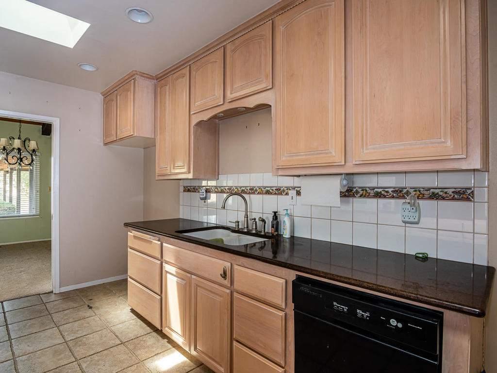 73841-Indian-Valley-Rd-San-012-007-Kitchen-MLS_Size