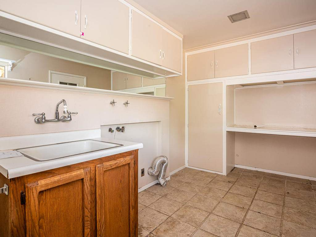 73841-Indian-Valley-Rd-San-025-043-Laundry-Room-MLS_Size