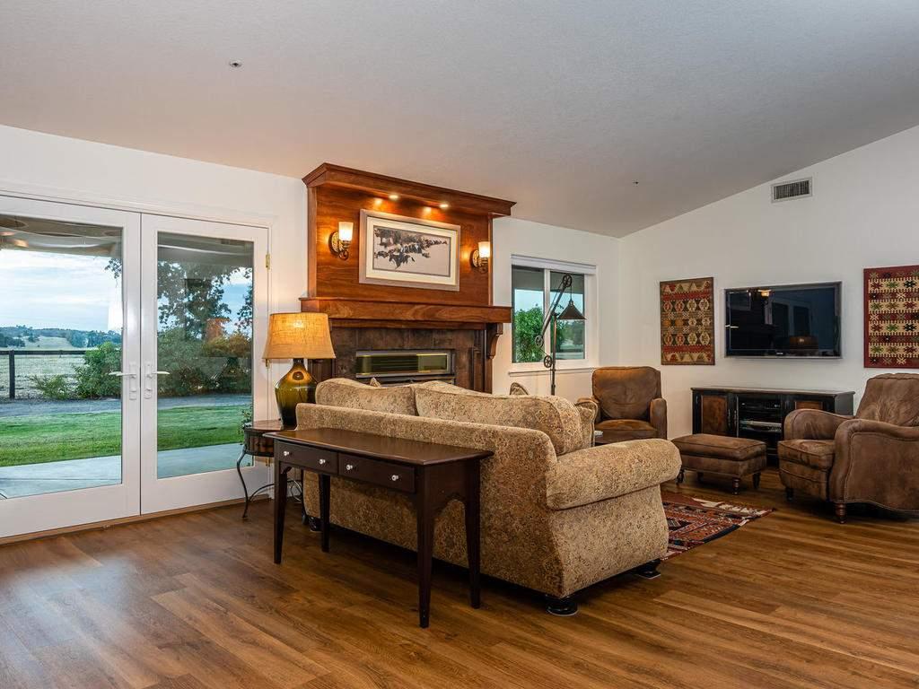 7818-ODonovan-Rd-Creston-CA-011-004-Living-Room-MLS_Size