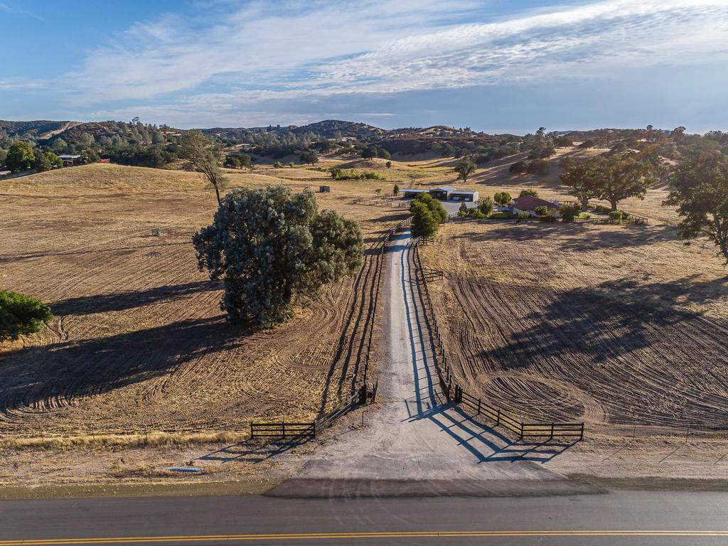 7818-ODonovan-Rd-Creston-CA-046-002-Front-of-the-Property-MLS_Size