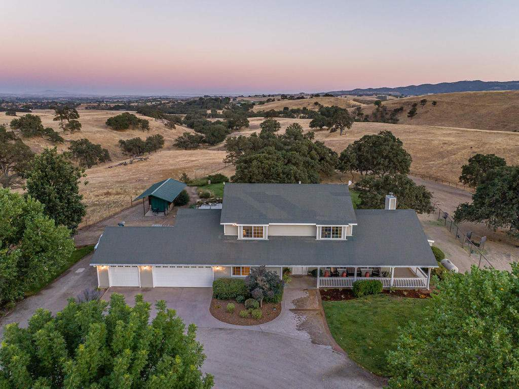 7997-Barnes-Rd-Paso-Robles-CA-004-005-Front-of-Home-MLS_Size