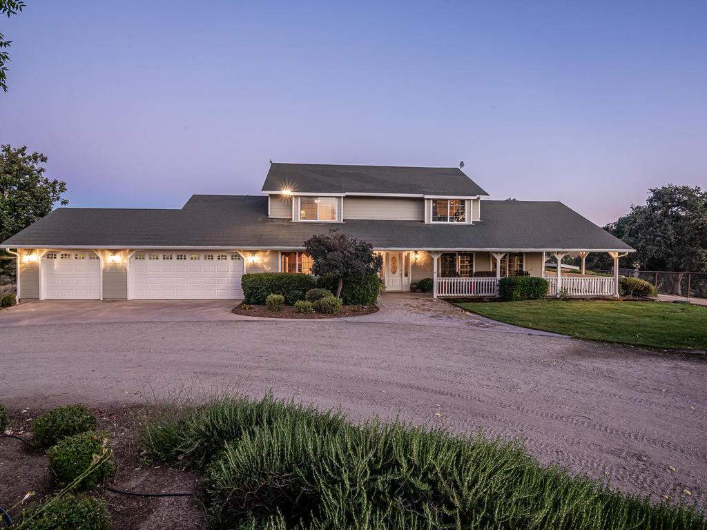 7997-Barnes-Rd-Paso-Robles-CA-006-004-Front-of-Home-MLS_Size