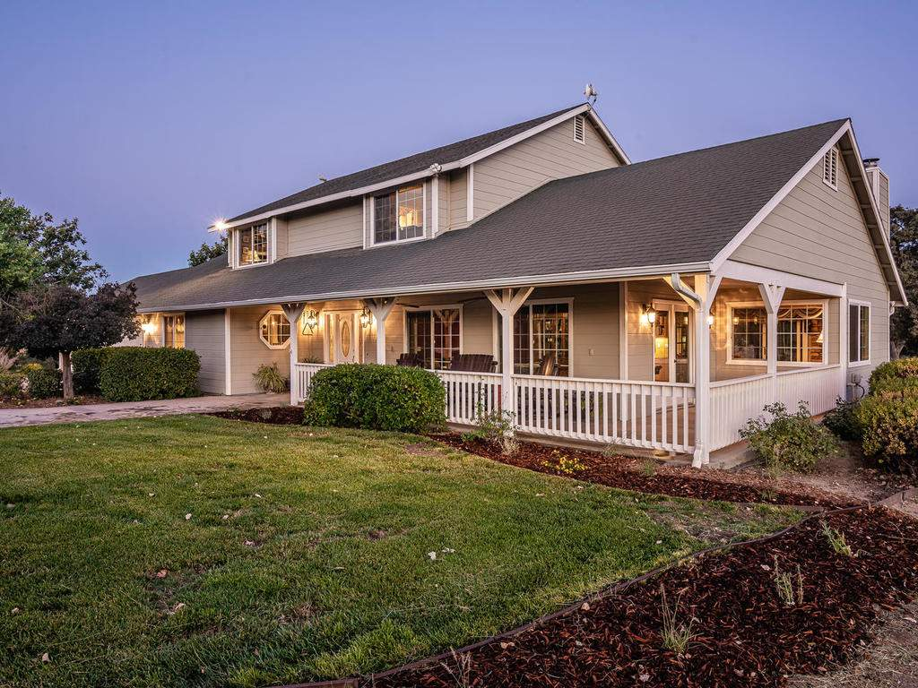 7997-Barnes-Rd-Paso-Robles-CA-007-010-Front-of-Home-MLS_Size