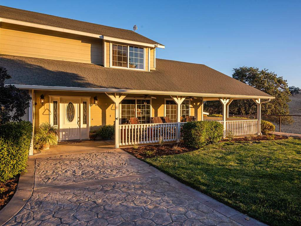 7997-Barnes-Rd-Paso-Robles-CA-008-006-Front-of-Home-MLS_Size
