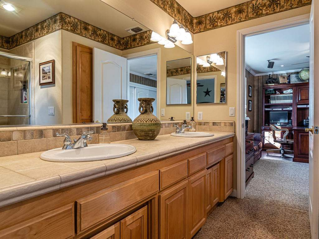 7997-Barnes-Rd-Paso-Robles-CA-030-035-Bathroom-Three-MLS_Size