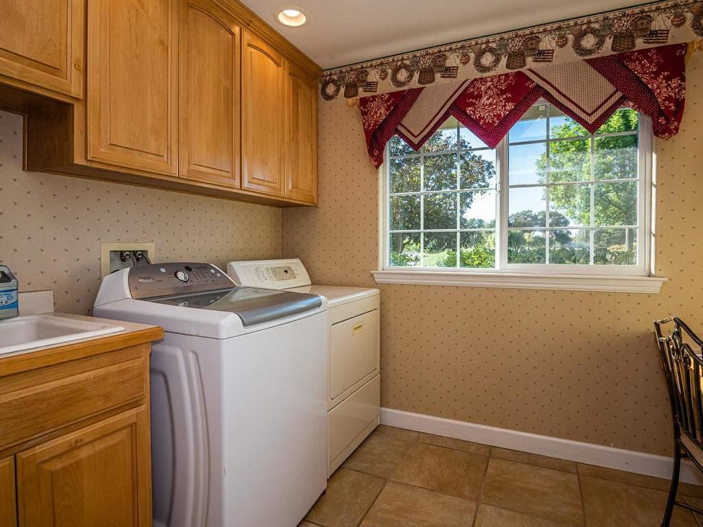 7997-Barnes-Rd-Paso-Robles-CA-035-036-Laundry-Room-MLS_Size