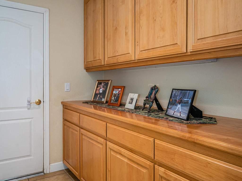 7997-Barnes-Rd-Paso-Robles-CA-036-027-Hallway-MLS_Size