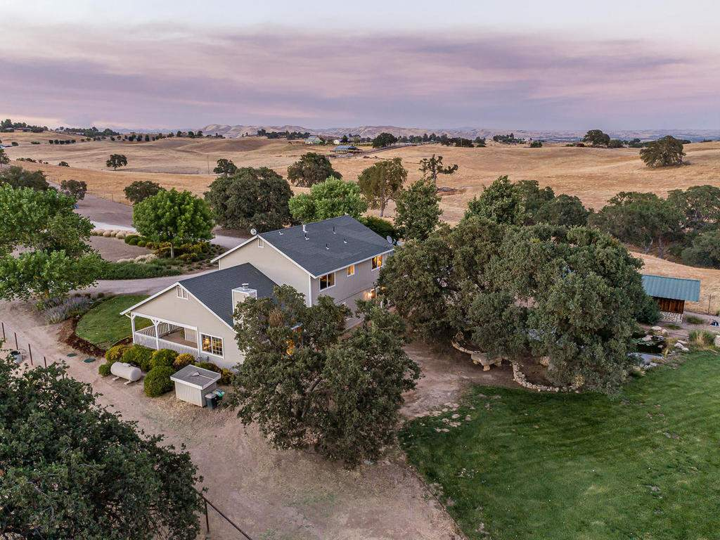 7997-Barnes-Rd-Paso-Robles-CA-037-037-Rear-of-Home-MLS_Size
