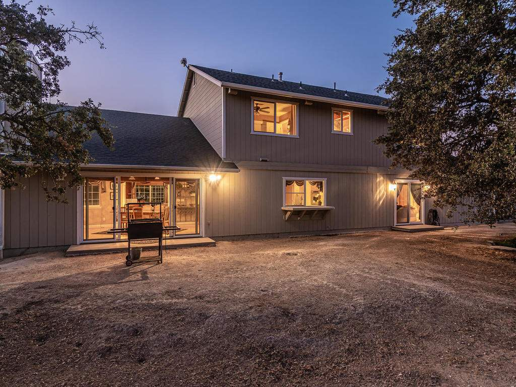 7997-Barnes-Rd-Paso-Robles-CA-043-044-Rear-of-Home-MLS_Size