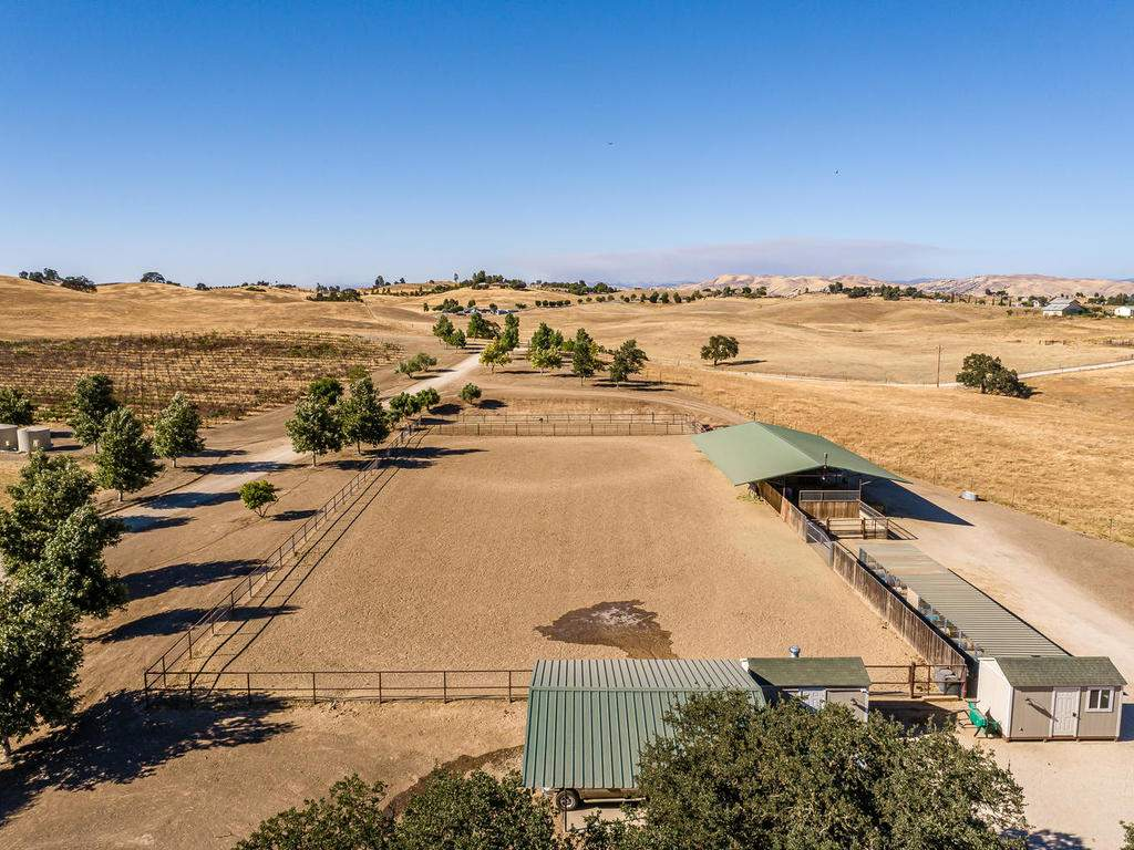 7997-Barnes-Rd-Paso-Robles-CA-047-049-Equestrial-Facilities-MLS_Size