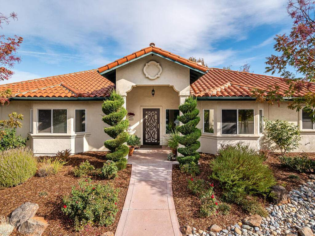 801-Sycamore-Canyon-Rd-Paso-002-031-Front-of-Home-MLS_Size