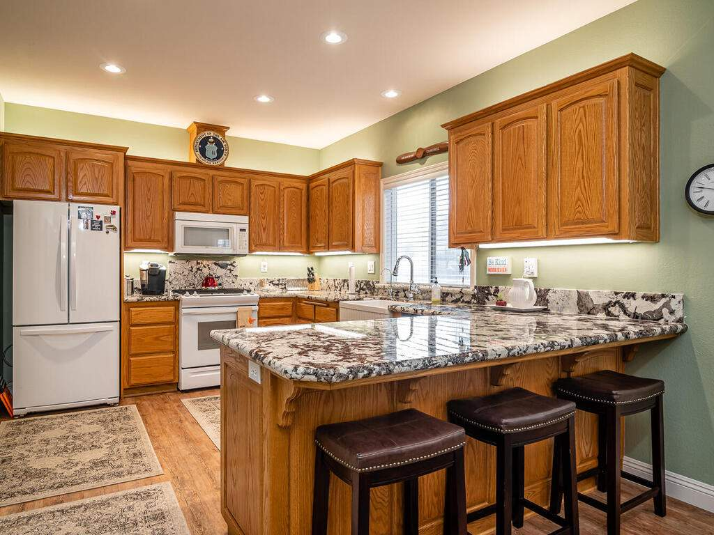 801-Sycamore-Canyon-Rd-Paso-011-015-Kitchen-MLS_Size