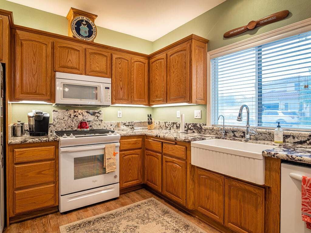 801-Sycamore-Canyon-Rd-Paso-012-018-Kitchen-MLS_Size