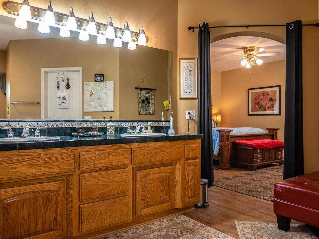 801-Sycamore-Canyon-Rd-Paso-016-012-Master-Suite-MLS_Size