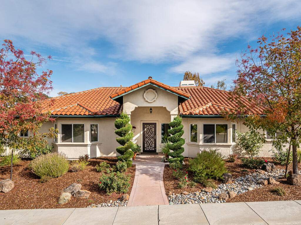 801-Sycamore-Canyon-Rd-Paso-032-032-Front-of-Home-MLS_Size