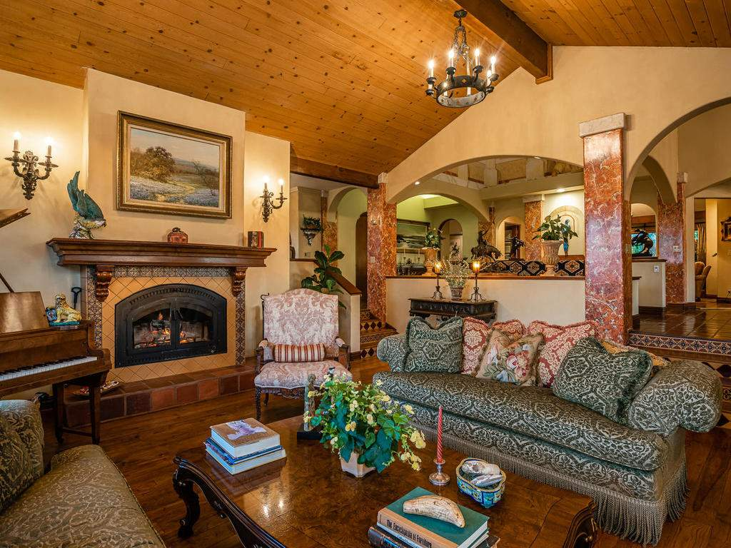 8300-San-Diego-Rd-Atascadero-010-007-Living-Room-MLS_Size