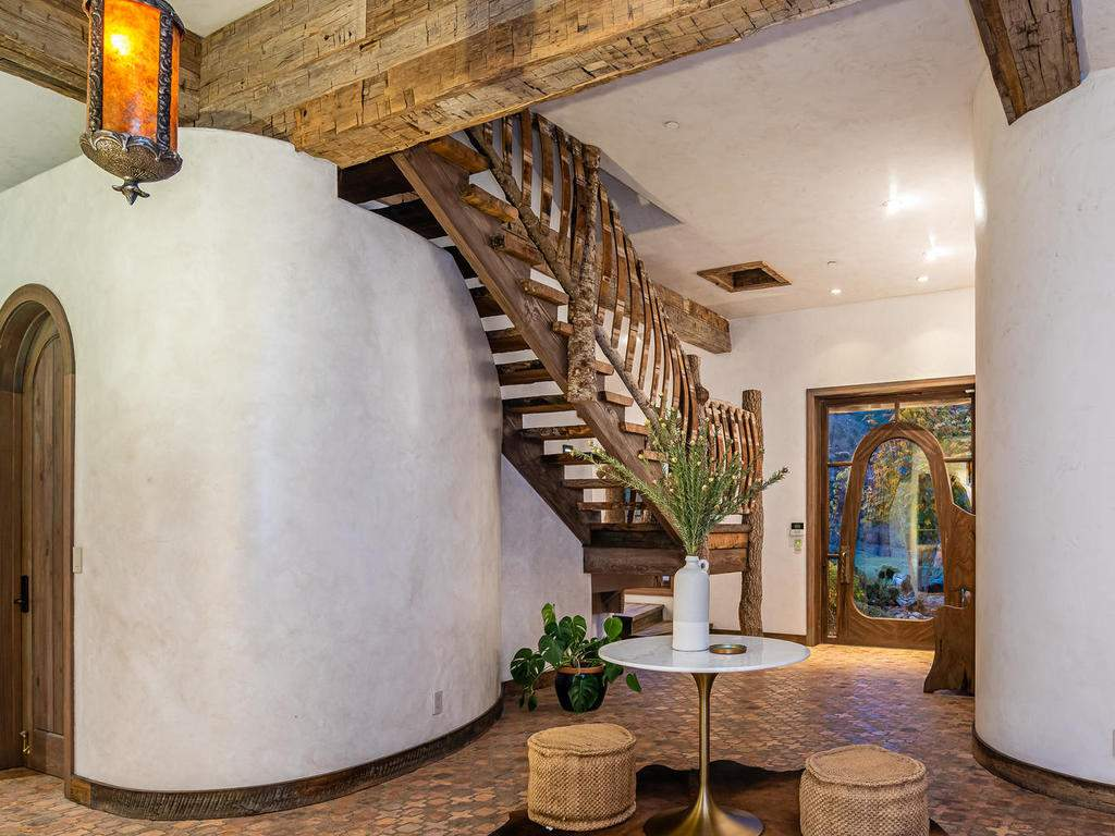8455-Red-Mountain-Rd-Cambria-007-010-Foyer-MLS_Size