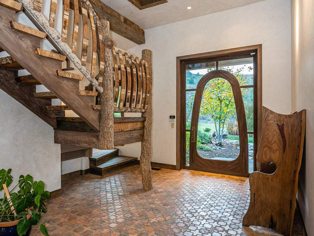 8455-Red-Mountain-Rd-Cambria-008-003-Foyer-MLS_Size