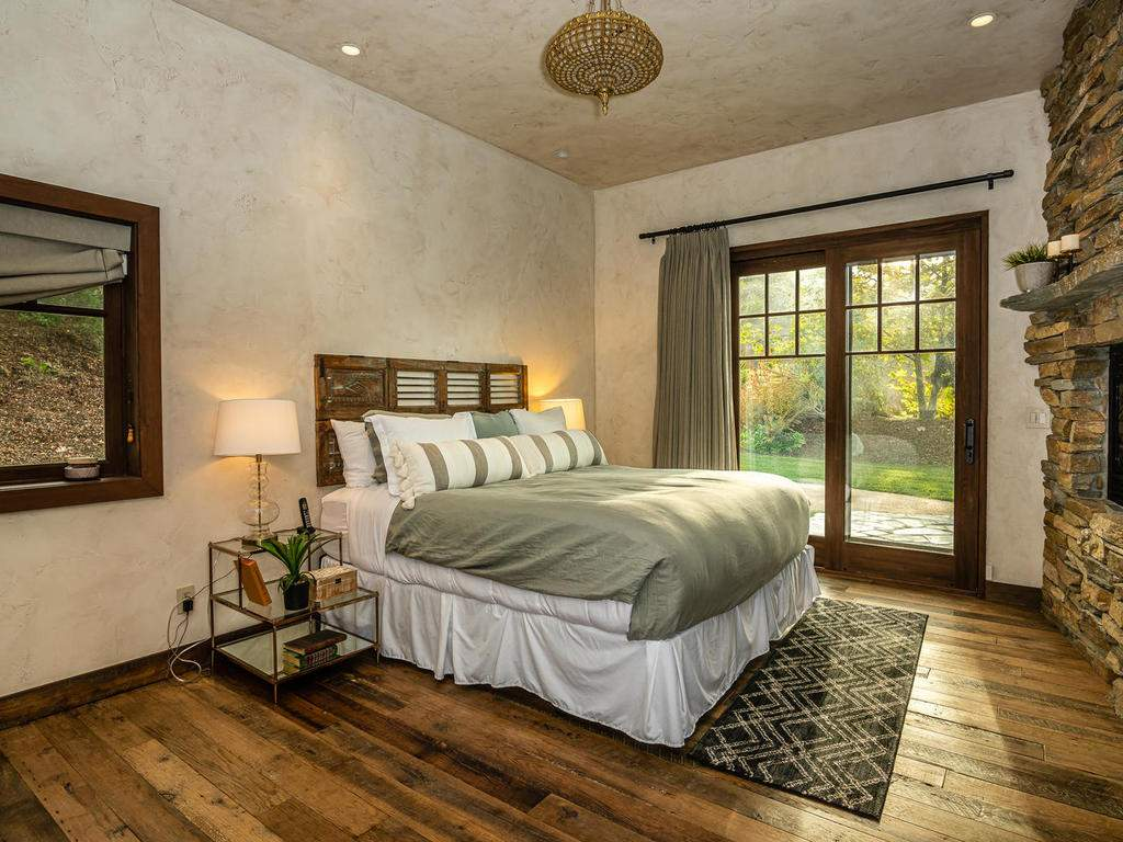 8455-Red-Mountain-Rd-Cambria-017-014-Master-Suite-MLS_Size