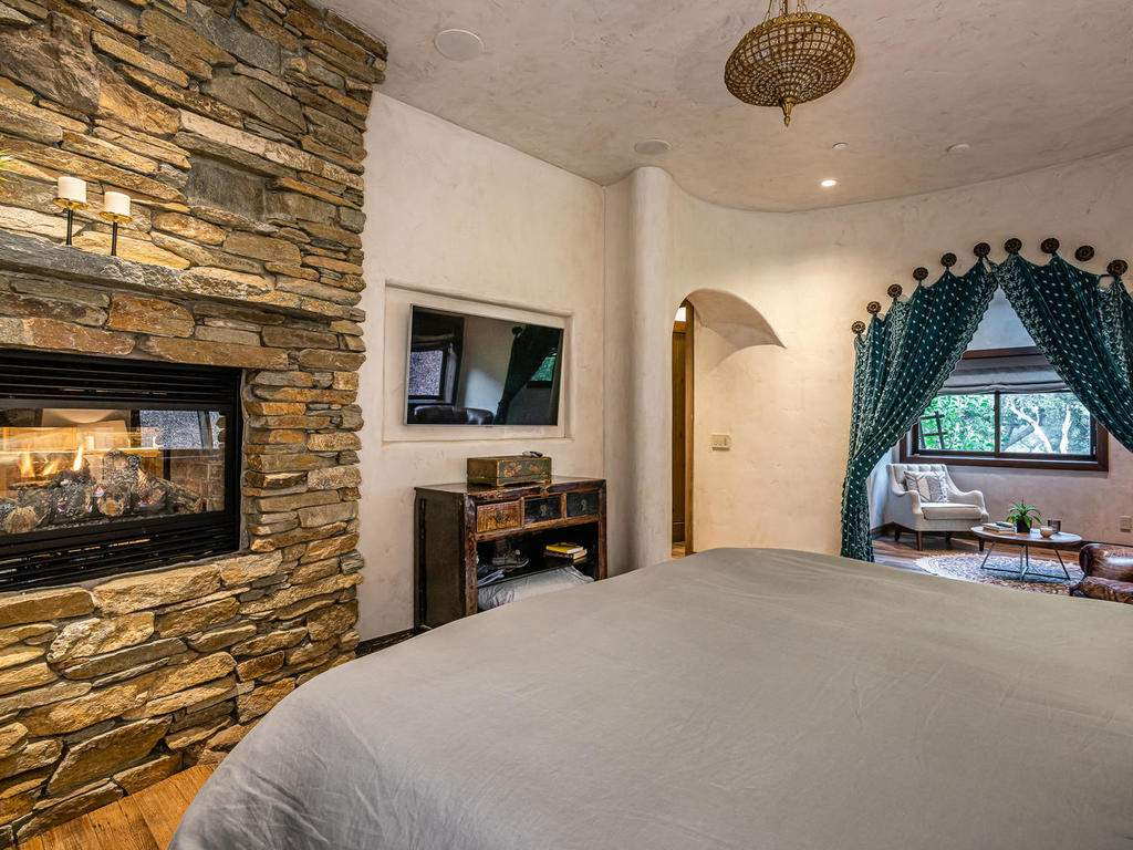 8455-Red-Mountain-Rd-Cambria-018-020-Master-Suite-MLS_Size