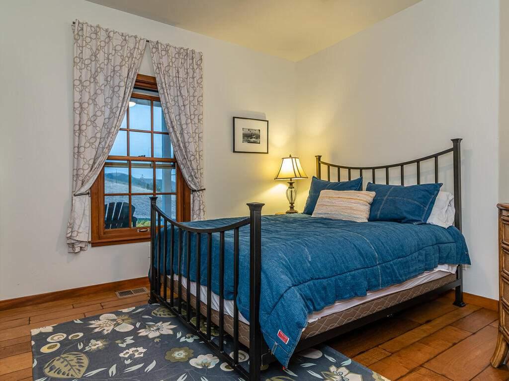 9299-Via-la-Montanita-Cambria-026-021-Bedroom-Two-MLS_Size