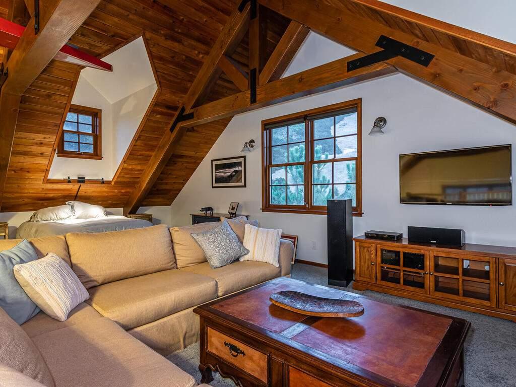9299-Via-la-Montanita-Cambria-030-024-Loft-Suite-MLS_Size