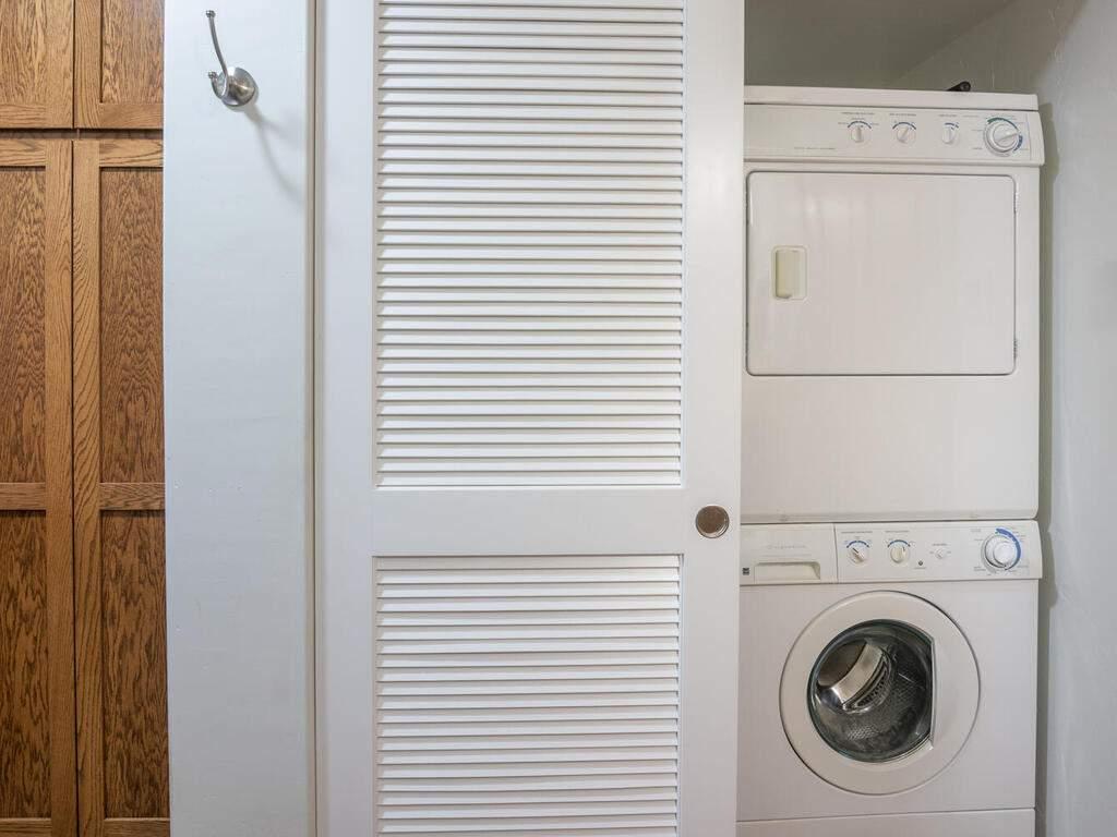 9299-Via-la-Montanita-Cambria-036-026-Laundry-MLS_Size