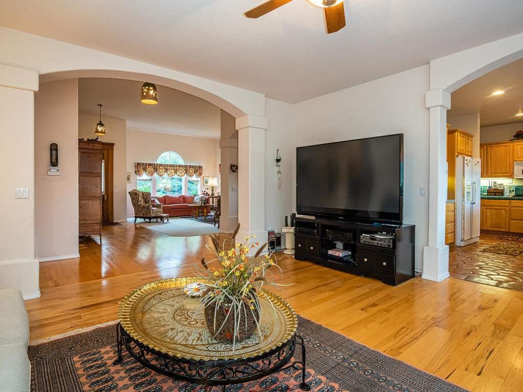 9305-Corona-Rd-Atascadero-CA-011-007-Family-Room-MLS_Size