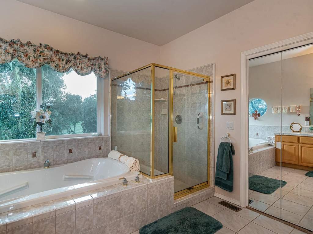 9305-Corona-Rd-Atascadero-CA-023-029-Master-Suite-MLS_Size