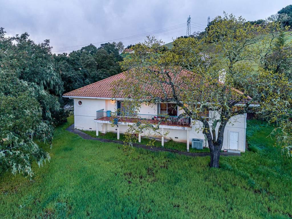 9305-Corona-Rd-Atascadero-CA-032-030-Rear-of-Home-MLS_Size