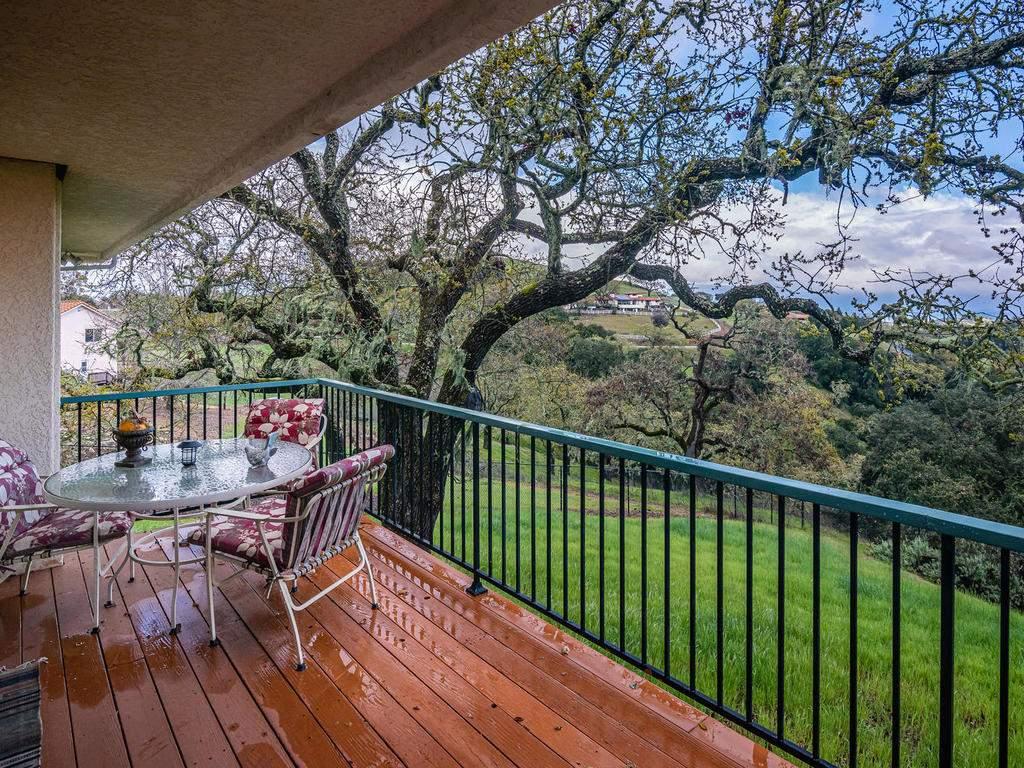 9305-Corona-Rd-Atascadero-CA-033-032-Balcony-MLS_Size