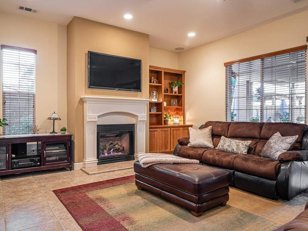 967-Vista-Cerro-Dr-Paso-Robles-007-005-Living-Room-MLS_Size