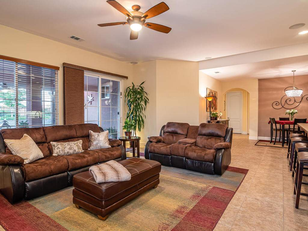 967-Vista-Cerro-Dr-Paso-Robles-008-008-Living-Room-MLS_Size
