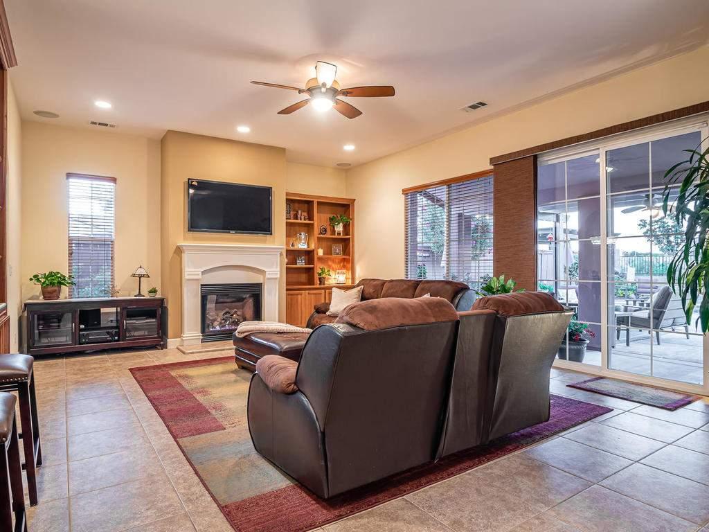 967-Vista-Cerro-Dr-Paso-Robles-009-009-Living-Room-MLS_Size
