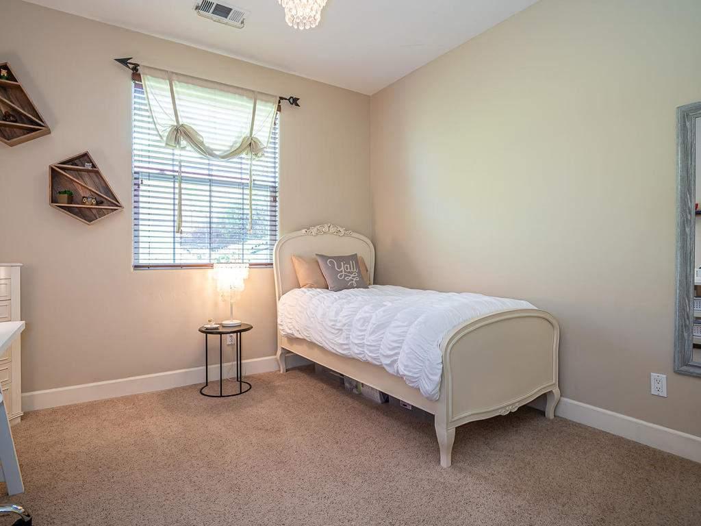 967-Vista-Cerro-Dr-Paso-Robles-024-025-Bedroom-2-MLS_Size