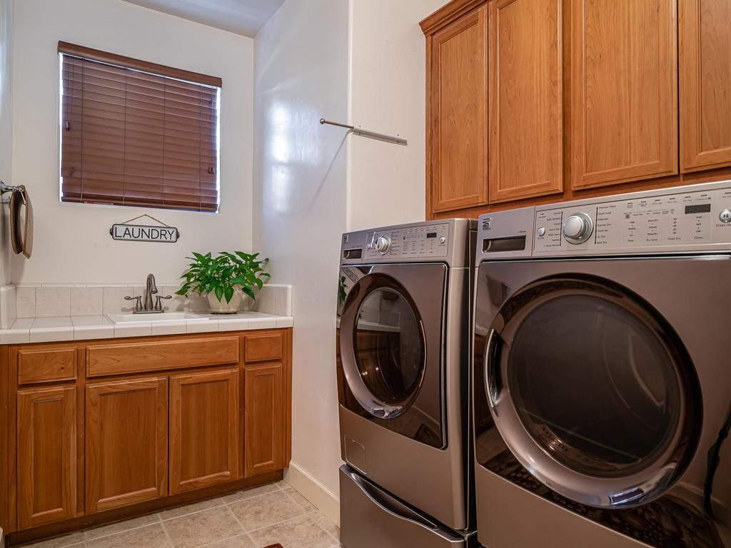 967-Vista-Cerro-Dr-Paso-Robles-029-037-Laundry-Room-MLS_Size