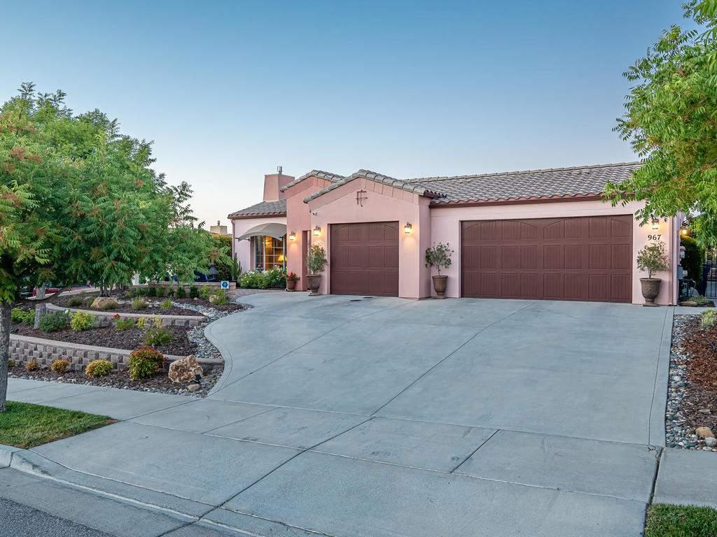 967-Vista-Cerro-Dr-Paso-Robles-037-034-Front-of-Home-MLS_Size